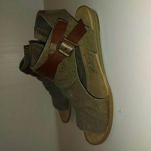 Peeptoe Sandals
